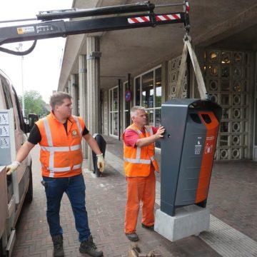 Gildebor plaatst nieuwe afvalbakken in het centrum van Hengelo