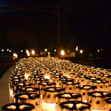 Herdenkingstocht 'Licht in het Donker' trekt 450 bezoekers